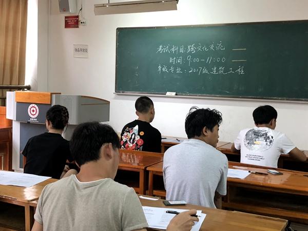 2017-2018学年第二学期期末考试顺利开考 (1).JPG