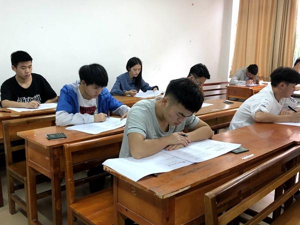 2017-2018学年第二学期期末考试顺利开考 (2).JPG