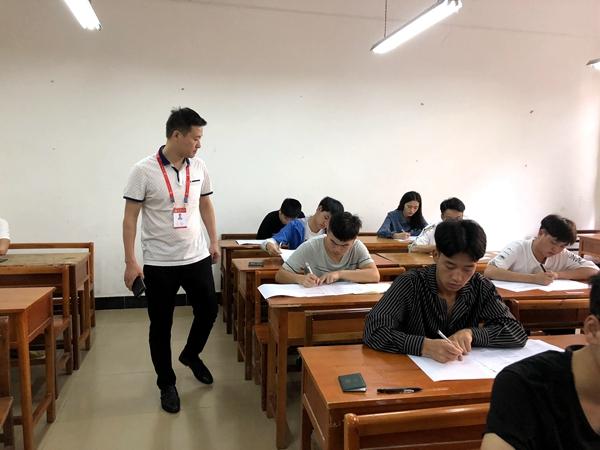 2017-2018学年第二学期期末考试顺利开考 (4).JPG