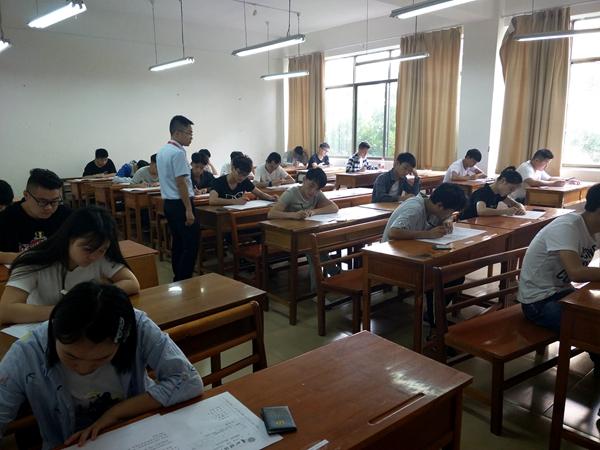 2017-2018学年第二学期期末考试顺利开考 (6).JPG